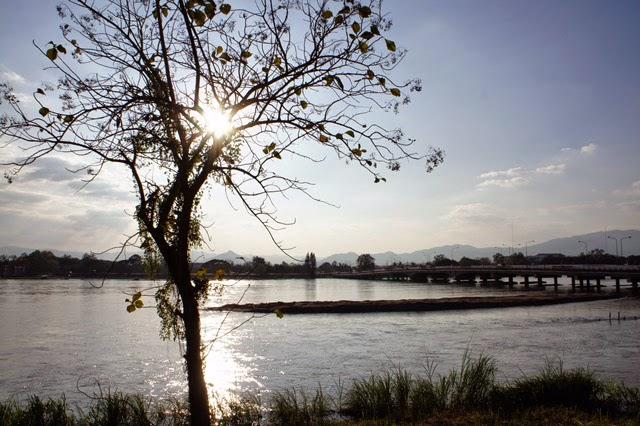 Que faire et voir à Tak - Vue sur la rivière Ping à contre-jour