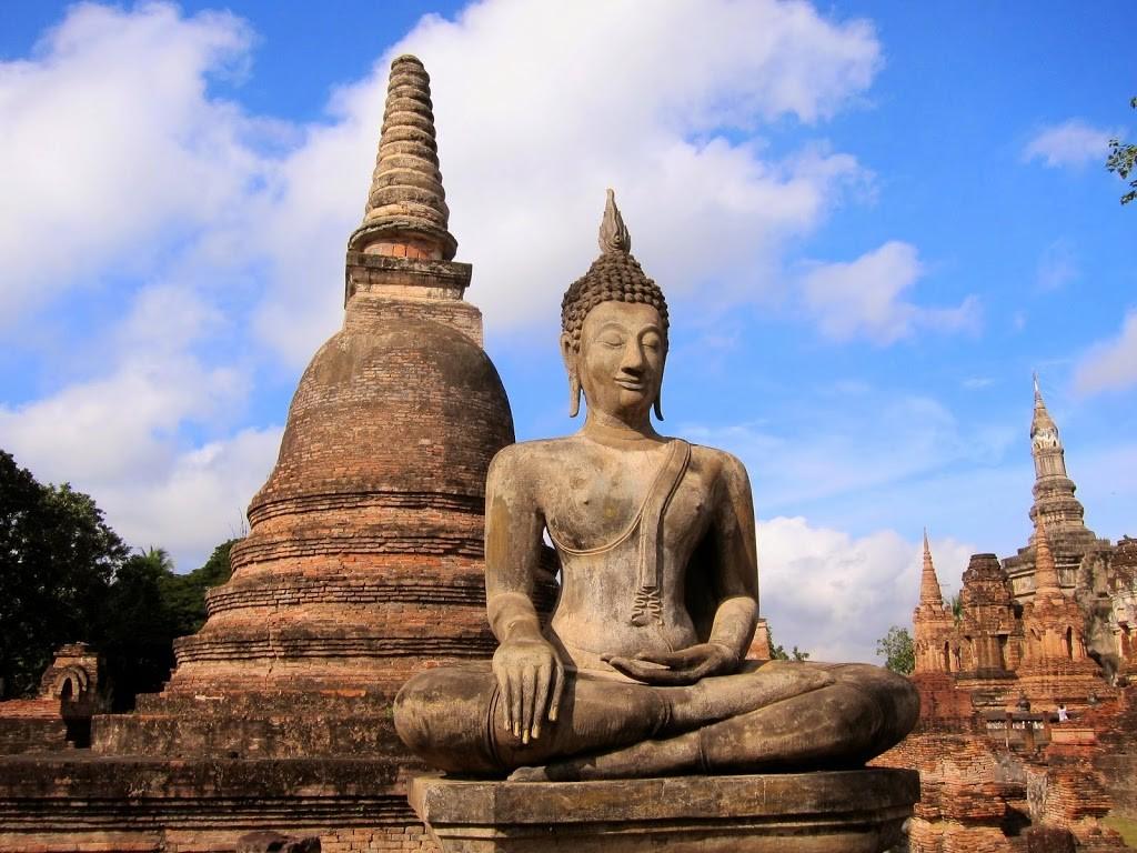 Comment aller de Bangkok à Sukhothai - une statue du parc
