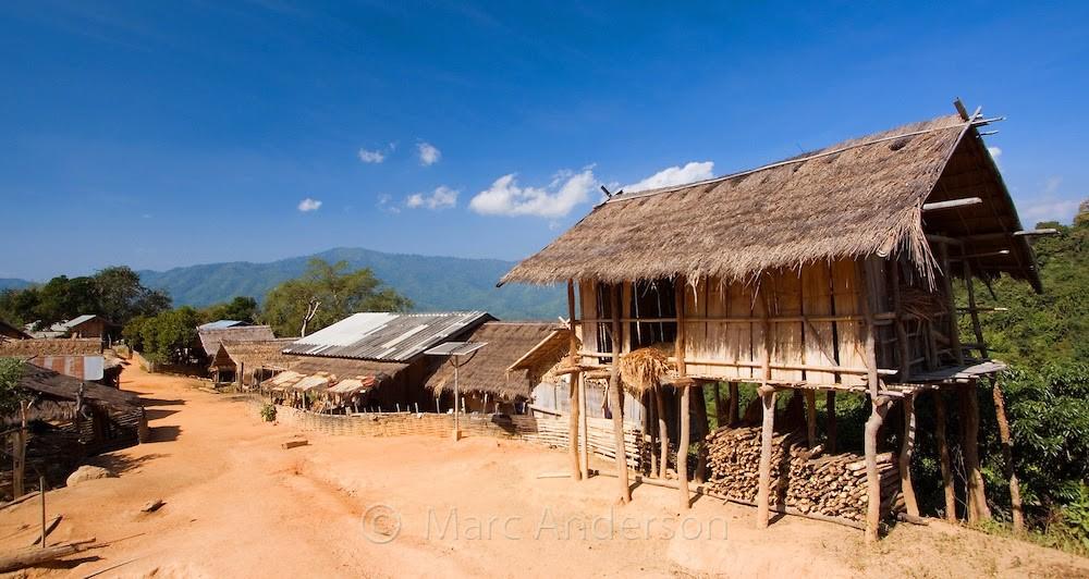 itinéraire alternatif entre chiang mai et chiang rai - cabane légère en bois