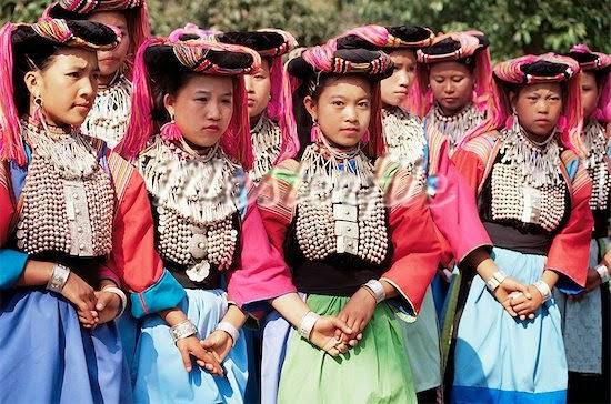 Pai ou l'autre Thaïlande - des jeunes femmes en habits traditionnels
