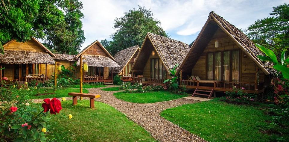 Top 8 des hôtels pas chers à Pai - Bungalows en bambou sur vue de joli jardin