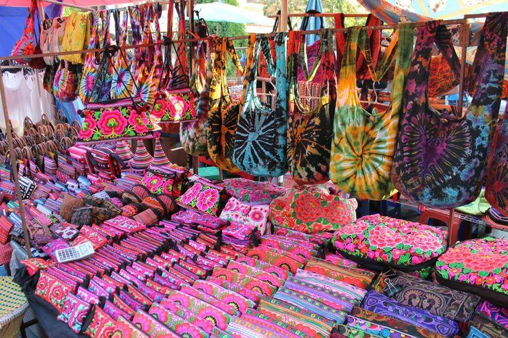 négocier en Thaïlande - étale desouvenirs sur un marché