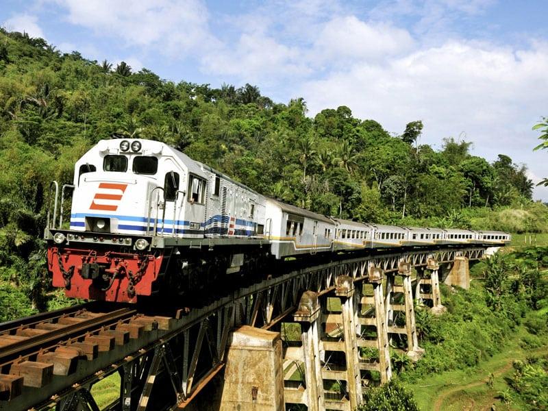 Voyager en Train à Java - Comment réserver un train en Indonésie?